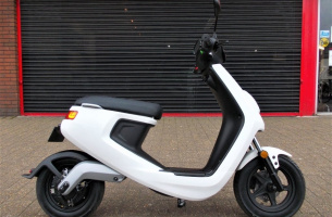 niu-m1-smart-scooter-06