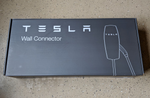 tesla-wall-connector-kupit-v-moskve